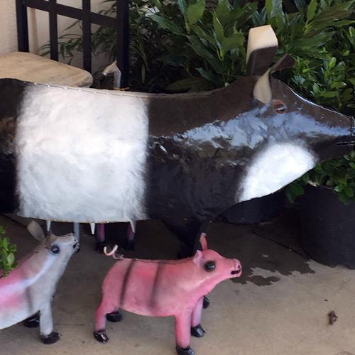 metal mama pig and piglets garden art